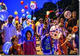 lantern-parade-group-photo-Beate Sass